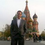 Arnold Schwarzenegger devant la Cathedrale-St-Basile