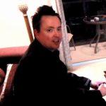 Mike Ward visionnant le Bye Bye 2011