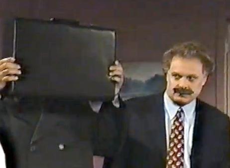 Jean Charest avec une moustache + valise (pleine de cash?) = ?