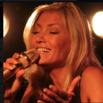 La chanteuse s'est mis dans l'embarras suite à ses propos haineux sur Facebook.